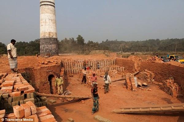 Cuộc sống của những công nhân lò gạch ở Bangladesh