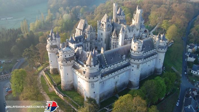 Lâu đài Pierrefonds