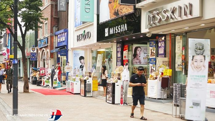 Khu Myeongdong