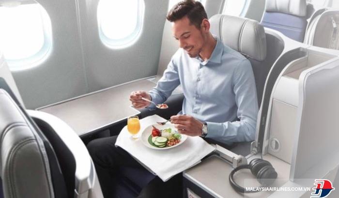 Trải nghiệm dịch vụ nâng cấp hạng vé của Malaysia Airlines